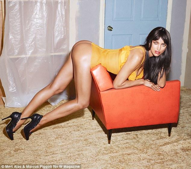 Irina Shayk - Foto 10 Supermodel Paling Seksi Di Medsos Versi W Magazine