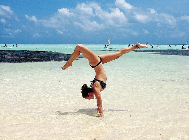 Hawaii Desktop Wallpaper Hd Instagram Phenomenon Rachel Brathen Aka Yoga Girl On