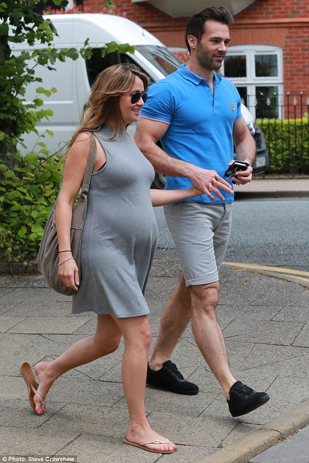 Wallpaper Girl Boy Friend Coronation Street S Samia Ghadie Shows Off Baby Bump With