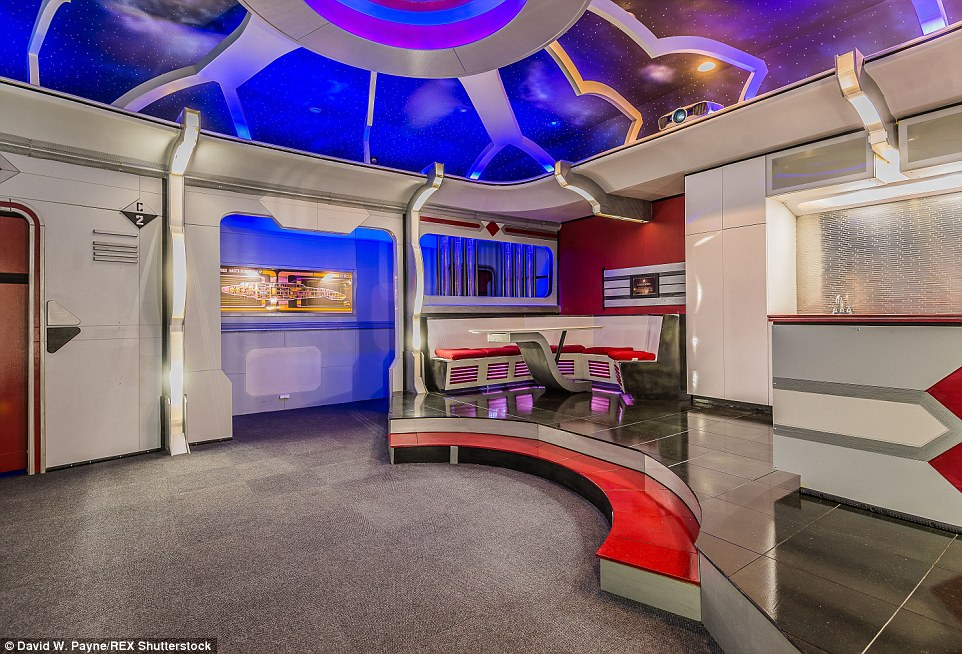 3d Wallpaper Decorating Ideas Star Trek Themed Home In Friendswood Texas Goes On Sale
