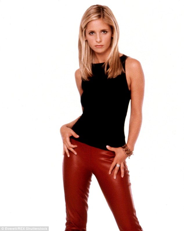 Fall Be Kind Wallpaper Sarah Michelle Gellar Says She S Kind Of Old For Buffy