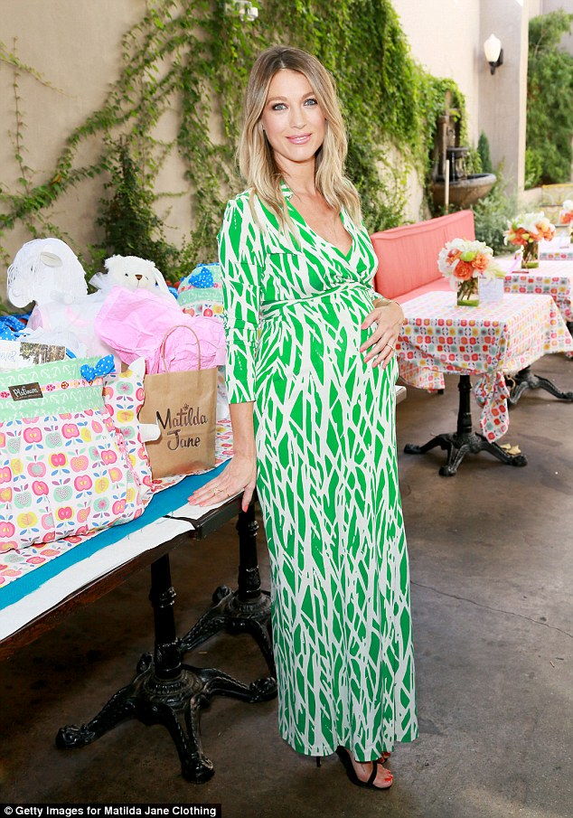 Girl Baby Shower Wallpaper Justified Star Natalie Zea Welcomes Daughter With Husband