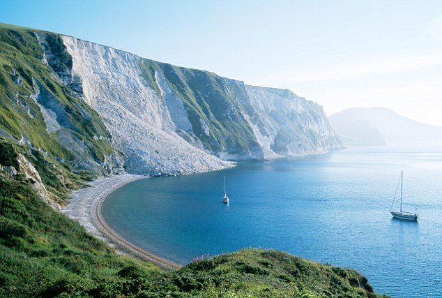 Don T Trust Girl Wallpaper National Trust Admits Britain S Coastline Cannot Be