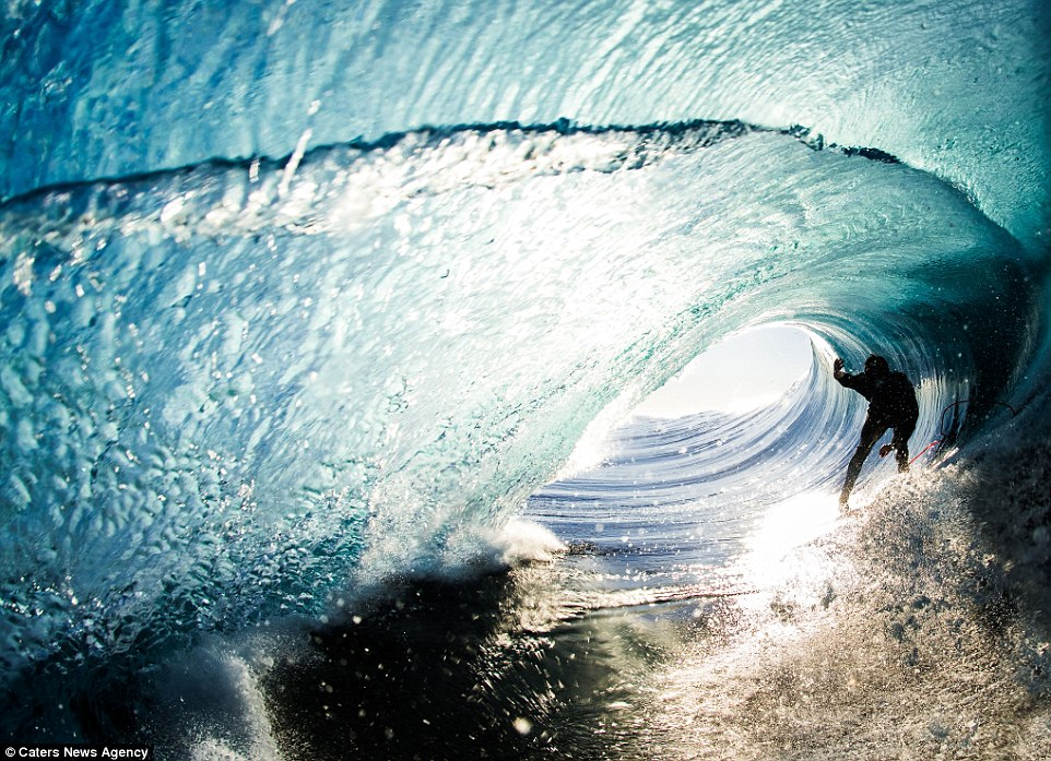 Natural Beauty Girl Wallpapers Leroy Bellet Captures Photos Of Surfers Riding Waves From
