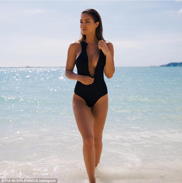 Black Hole Live Wallpaper Instagram Model Gabrielle Epstein Launches Her Own Bikini