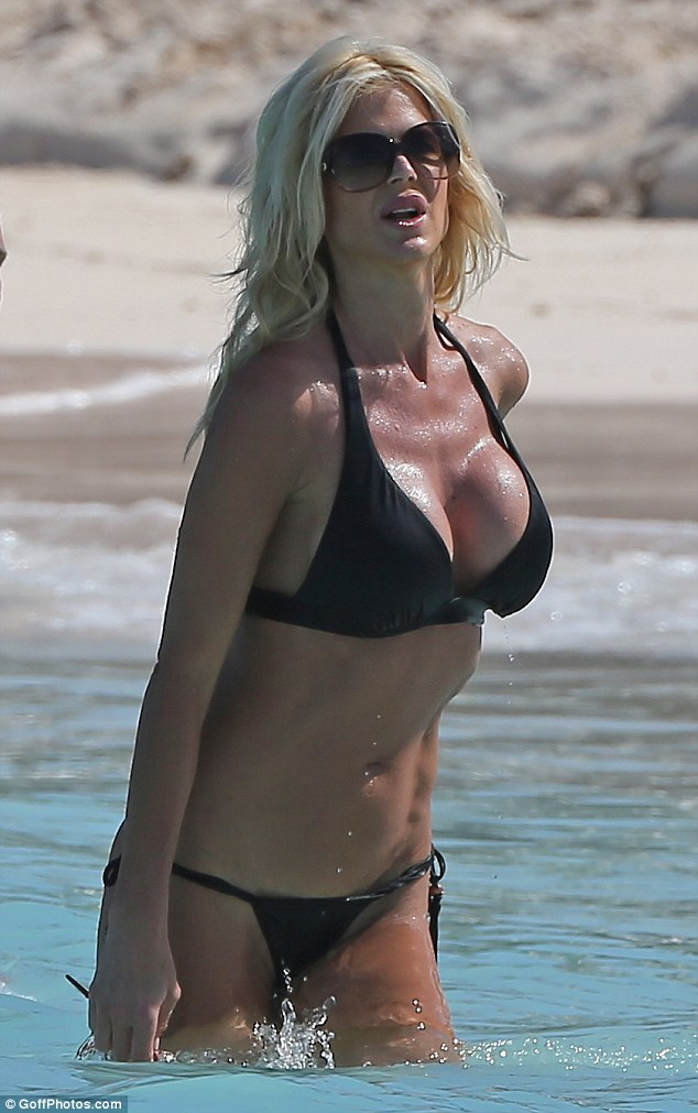Black Daisy Wallpaper Victoria Silvstedt Displays Cleavage In Black Bikini On