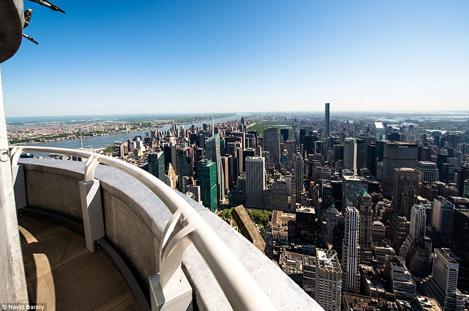 Fall City Wallpaper Hd Secret 103rd Floor Balcony Of The Empire State Building Is