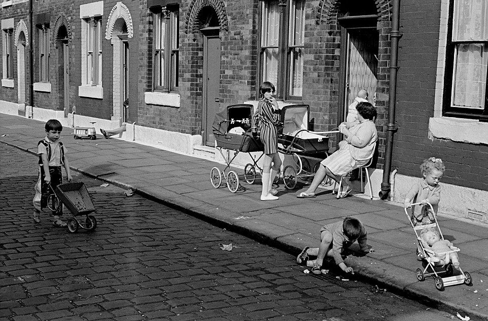 Girls Shoes Wallpaper Nick Hedges S Photographs Of Britain S Slums Show The