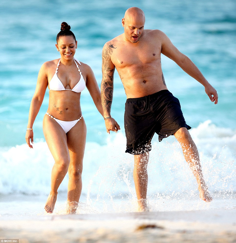 Two Girls Wallpaper Mel B Shows Off Her Washboard Abs And Ample Curves In