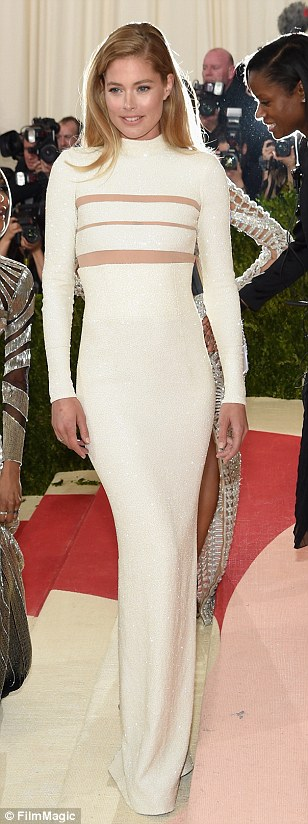 Supermodel chic: Rosie Huntington-Whiteley, Lily Aldridge and Doutzen Kroes looked fantastic in soft shades