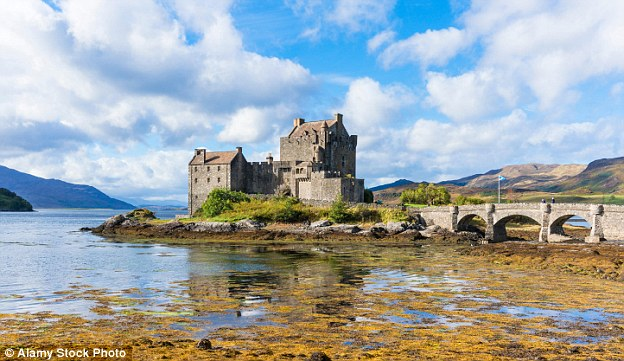 Descendants Of The Sun Hd Wallpaper Bullied Tour Guide At Eilean Donan Castle Wins 163 40 000