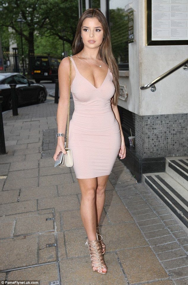 Stunning! She wore a pair of metallic gladiator heels and carried her essentials in a petite cream over-the-shoulder bag