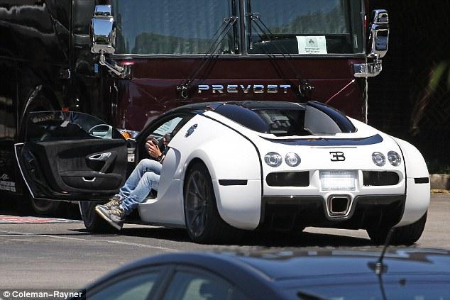 Indy Car Wallpaper Hd Keith Urban Spotted Driving 2 7 Million Bugatti Veyron