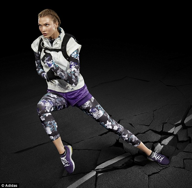 Nike Cute Wallpaper Karlie Kloss Shows Off Her Athletic Figure For Stella