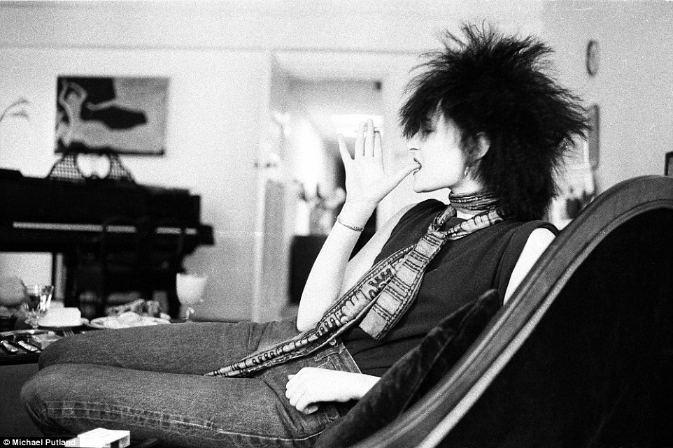 Flat Boots Girl Wallpaper Michael Putland Shares Unseen Photos Of Marc Bolan