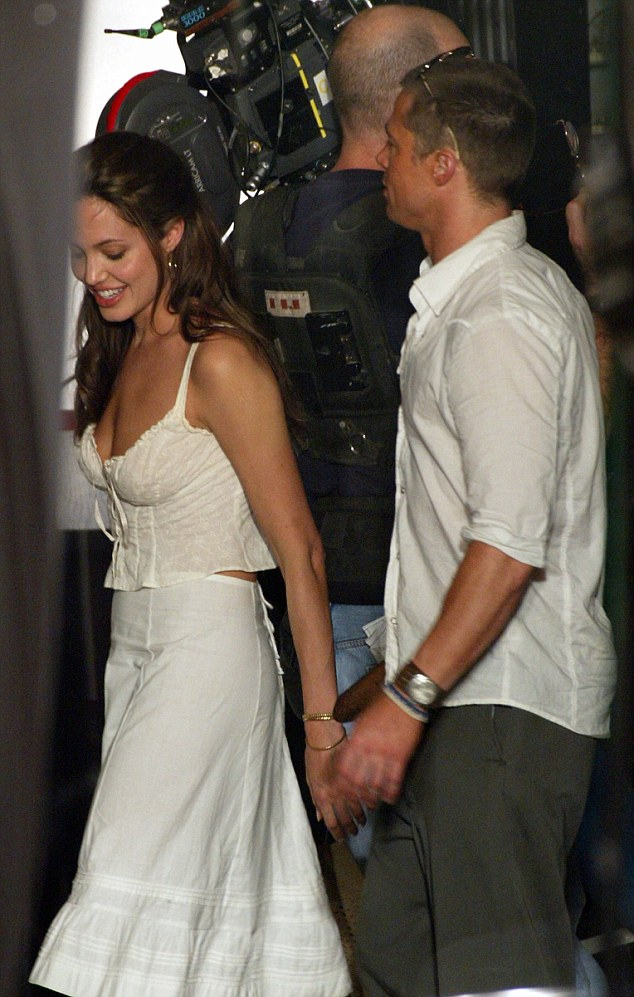 Wallpaper Of Cute Couple With Quotes Angelina Jolie And Brad Pitt Did Have A Romance On Mr