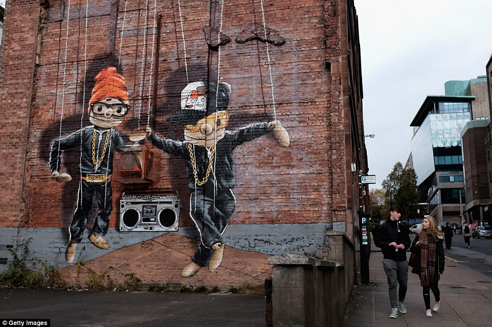3d Brick Wallpaper Uk Glasgow Graffiti Tour With Mural Trail Artwork Displayed