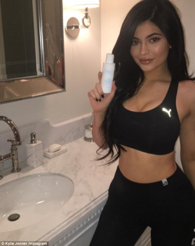 Sporty Girl Wallpaper Kylie Jenner Poses In A Sports Bra As She Debates Going