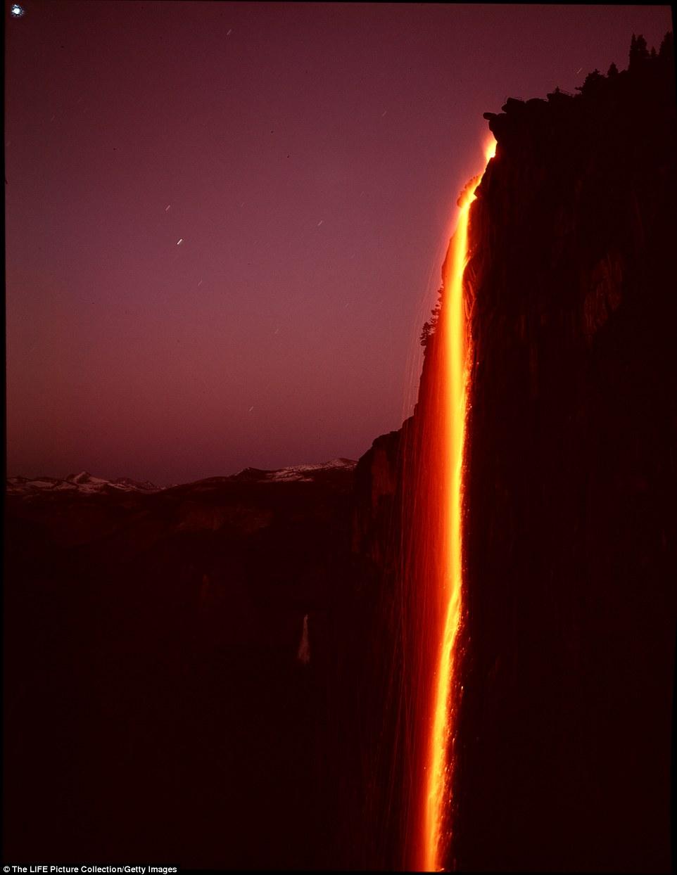Fall Waterfall Wallpaper Yosemite National Park S Stunning Firefall Daily Mail