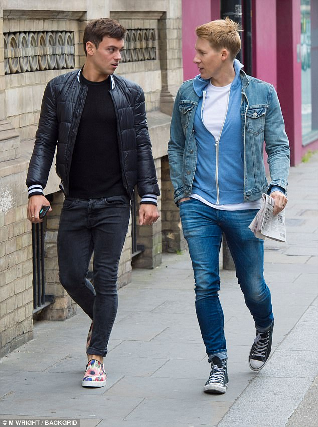 Steens Bett Tom Daley And Dustin Lance Black Step Out After Wedding