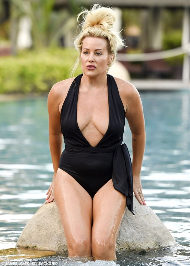 Waterman Pool Apprentice's Selina Waterman-smith Flaunts Her Curves