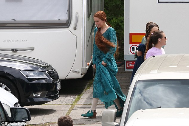 Daisy Ridley Wears An Odd Hairpiece During Ophelia Filming