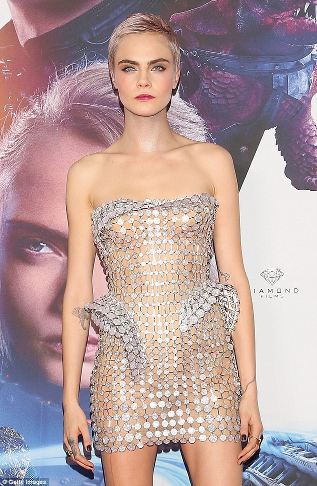 Black Pink And Silver Wallpaper Cara Delevingne Promotes Valerian In Mexico City Daily