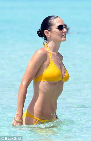 2 Year Old Girls Happy Birthday Wallpaper Jennifer Connelly Displays Her Age Defying Figure Daily