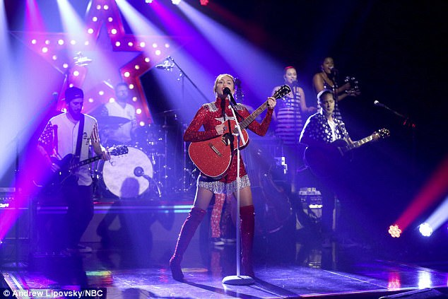 Miley Cyrus Dresses As Dolly Parton On Tonight Show