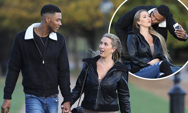 Baby Travel System Uk Melissa Meeks Enjoys Romantic Stroll With Theo Campbell