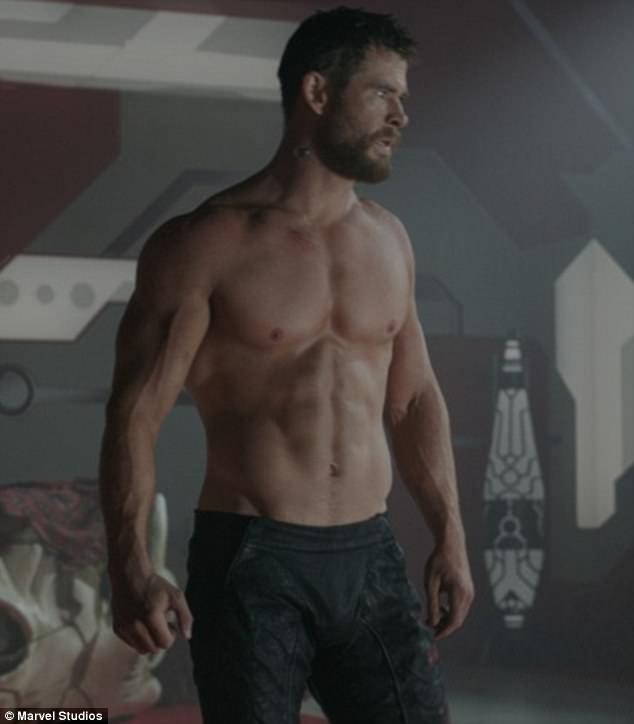 Wallpaper For Girls Room Uk Chris Hemsworth Shows Off Abs In New Thor Ragnarok Photos