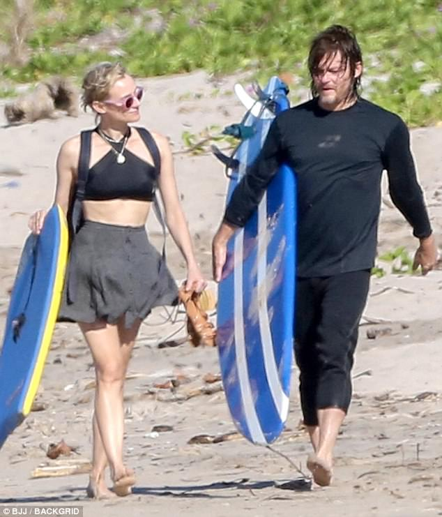 Black Daisy Wallpaper Diane Kruger And Norman Reedus Vacation In Costa Rica