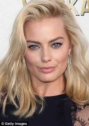 Return Of The Spice Girls Wallpaper Margot Robbie S Likeness To Jamie Pressly Sends Fans Wild