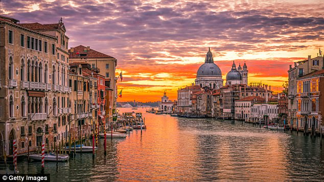 Pink Fall Wallpaper Hd The City Break Venice See It All In 48 Hours Daily