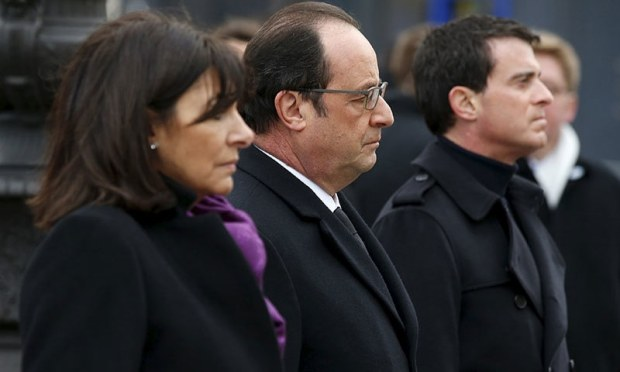 French President Francois Hollande (C), Prime Minister Manuel Valls (R) and Paris Mayor Anne Hidalgo pay respect after unveiling a commemorative plaque during a ceremony held for the victims of the Charlie Hebdo shootings, in Paris's Place de la Republique.─ Reuters