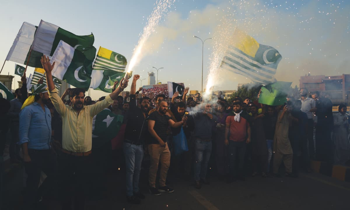 A demonstration in Karachi in favour of the armed forces | Shakil Adil, White Star