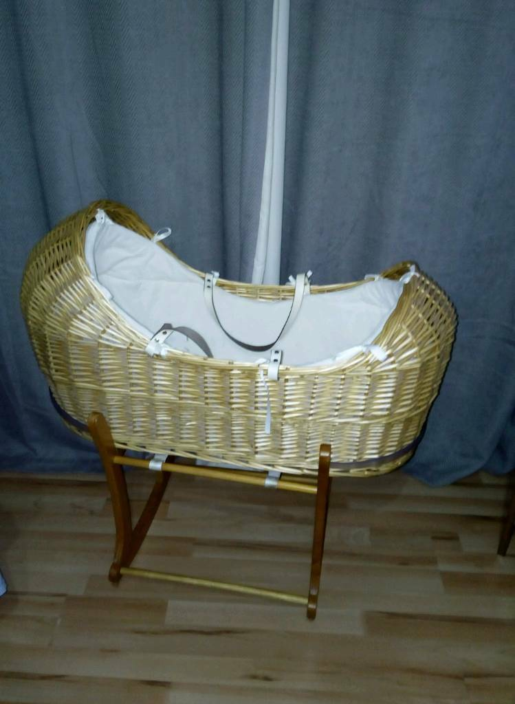 Noah Pod Moses Basket With Extras In Murton County