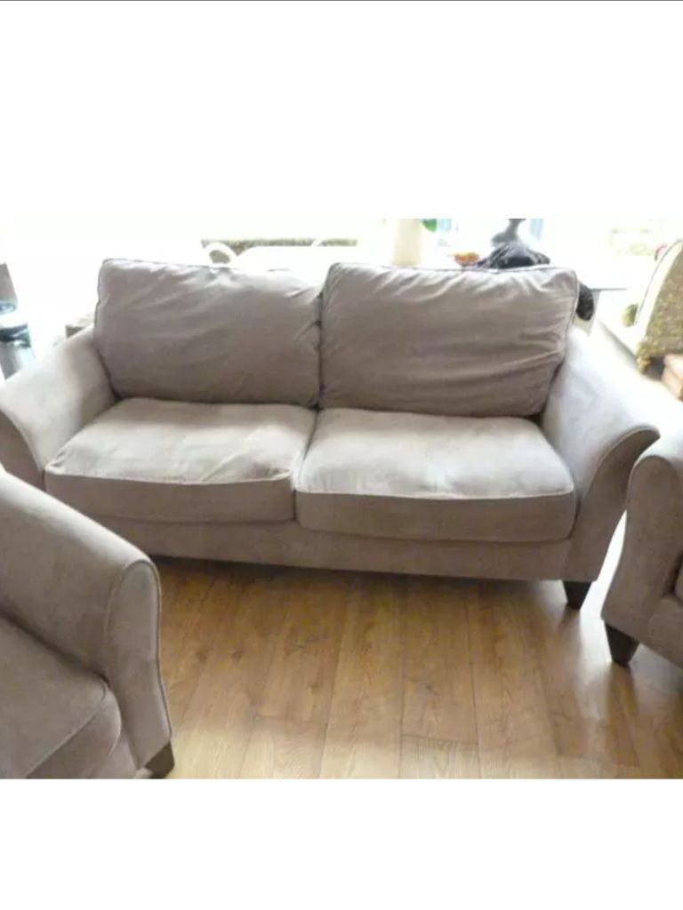 Sofas On Gumtree London Debanhams Fyfield In Taupe ( Very Light Brown ) Sofa And 2