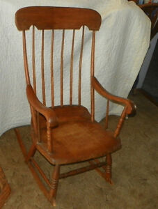 Antique oak and maple boston rocker rocking chair r92