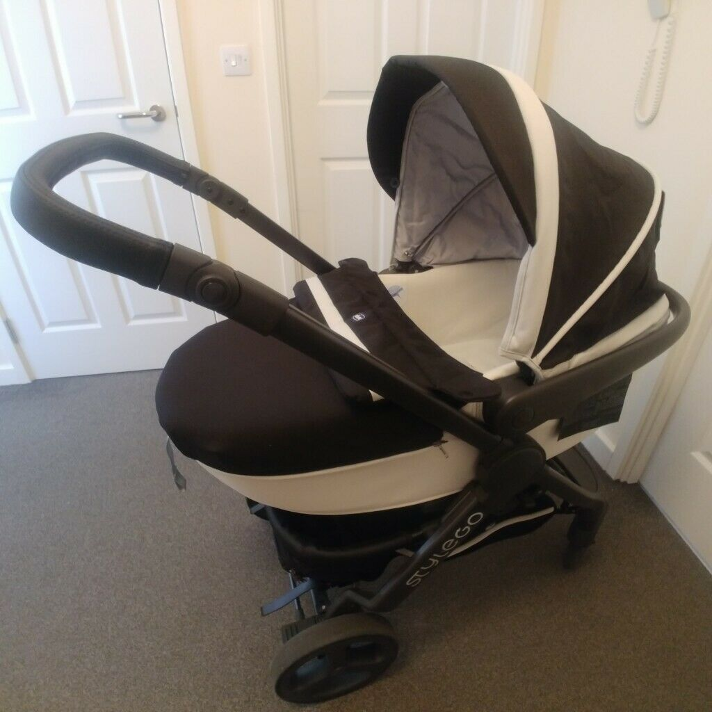 Chicco Pram Gumtree Chicco Style Go 3 In 1 Travel System Pram Pushchair In Blackpool Lancashire Gumtree