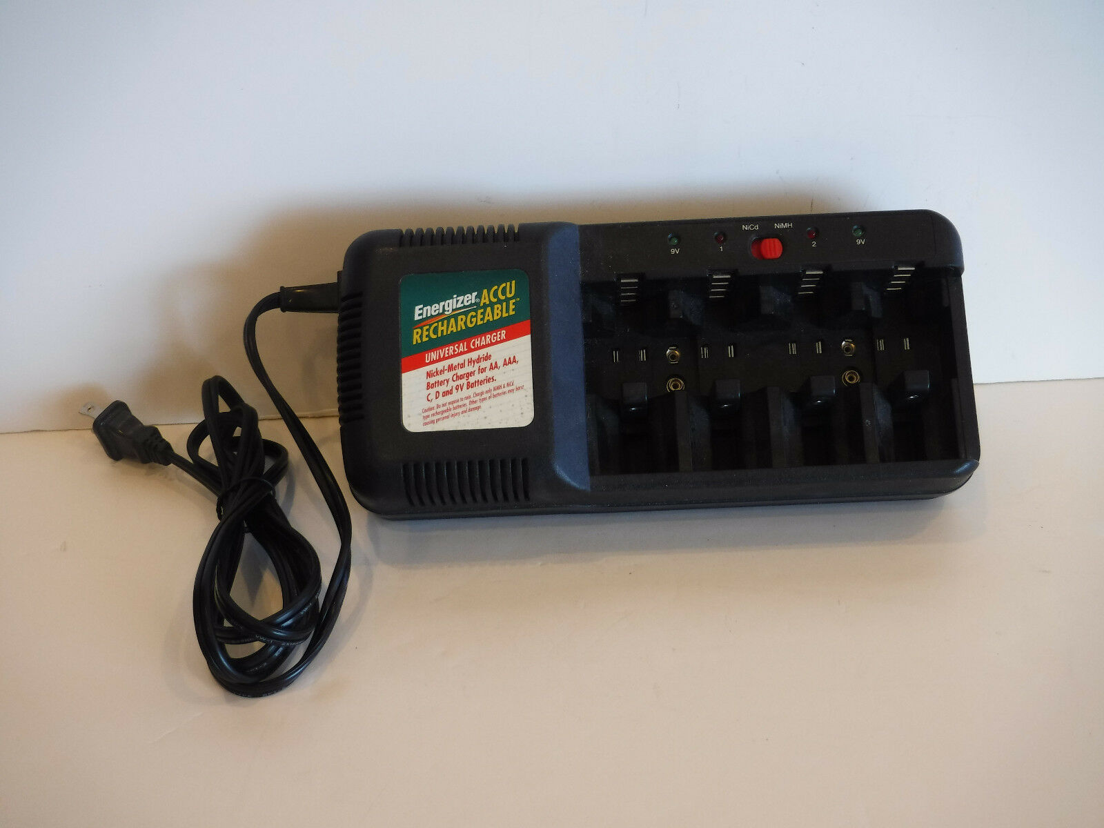 Accu Rechargeable Energizer Accu Rechargeable Universal Nimh Nicd Battery Charger Chm4fc