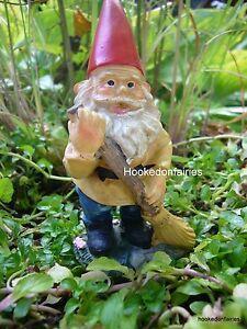 Travelocity Roaming Gnome Garden Statue Travelocity Garden Gnome   eBay