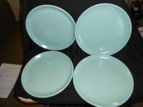 Rubbermaid Plates