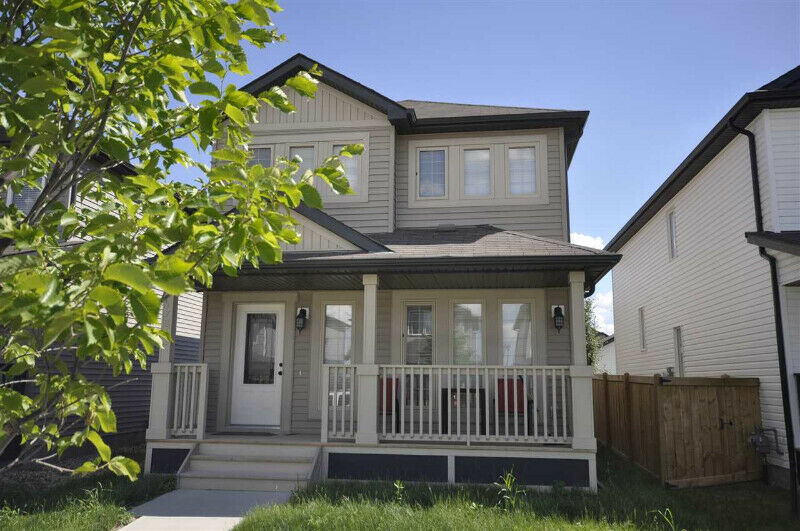 Newer 3 Beds 2 5 Baths House In Windermere Edmonton South - House For Rent West Edmonton