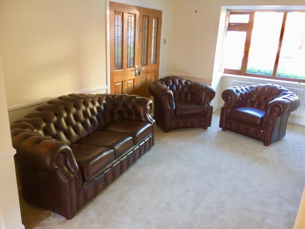 Sofa In Chesterfield Look Chesterfield Windsor Sofa