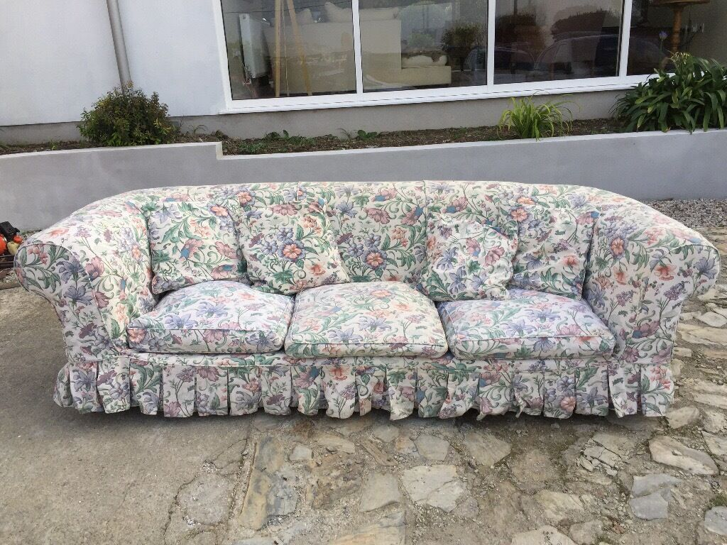2 Seater Chesterfield Sofa Gumtree Large 3 Seater Chesterfield Sofa With 2 Sets Of Loose