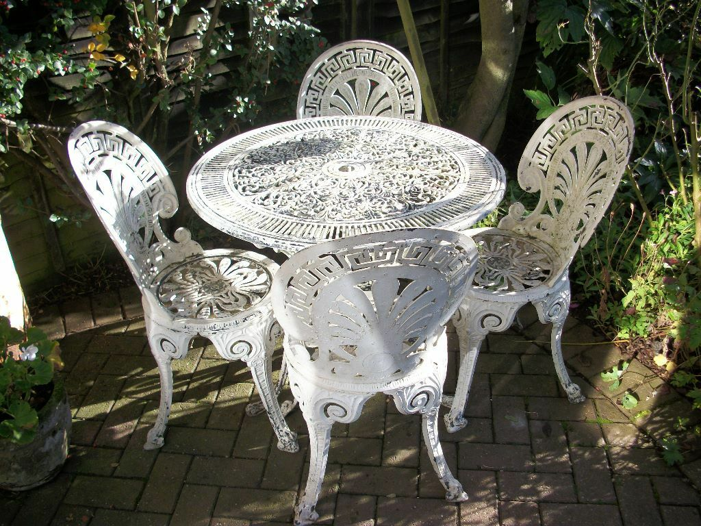 Shabby Chic Pretty White Metal Garden Table And Chairs