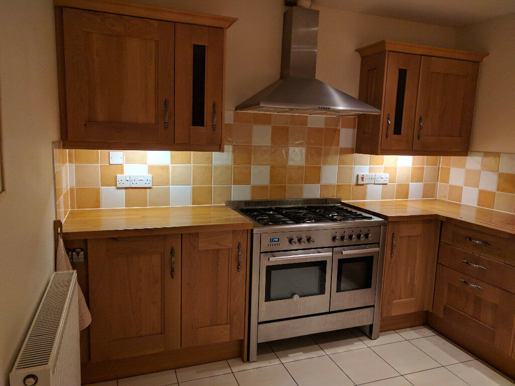 Howdens Kitchen Base Cabinets Howdens Solid Oak Fitted Kitchen Cabinets And Work Surface