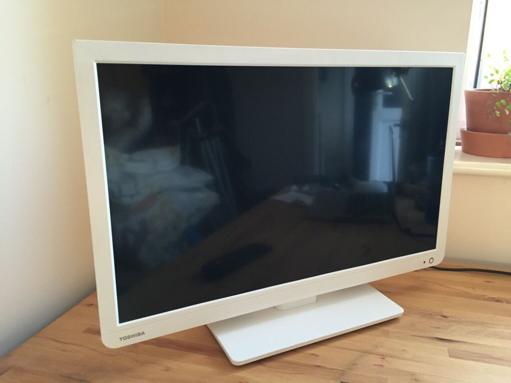 24 Im Tv 24 Quot White Toshiba Flat Screen Led Tv With Built In Dvd