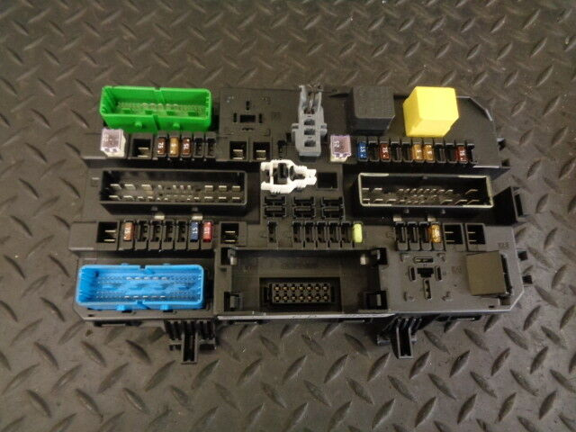 Vauxhall ASTRA H Mk5 GM FUSEBOX Control Module 13145017 CD for sale